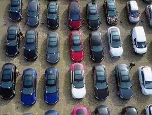 Desfile de carros eléctricos logra nuevo récord