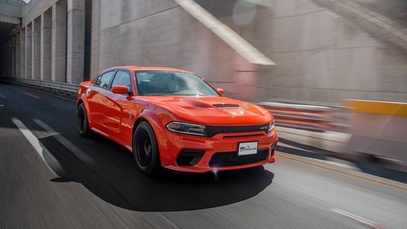 Dodge Charger Hellcat Widebody a prueba, salvaje y muy rápido