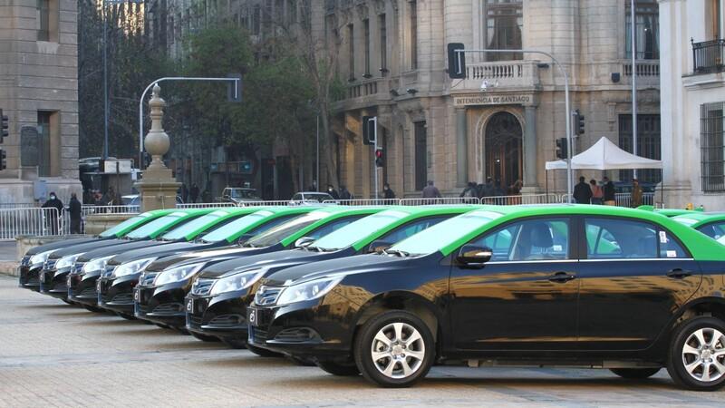 Los taxis eléctricos comienzan a irrumpir en el parque automotriz capitalino