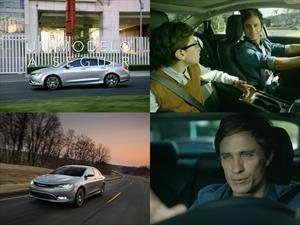 Gael García en la nueva campaña del Chrysler 200 2015