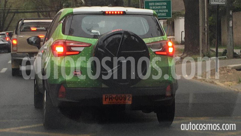 BYD Yuan eléctrico anda girando por Santiago