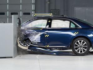 Lincoln Continental 2018 destaca en pruebas de impacto