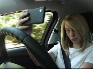 Un tercio de los jóvenes británicos se ha tomado una Selfie al manejar