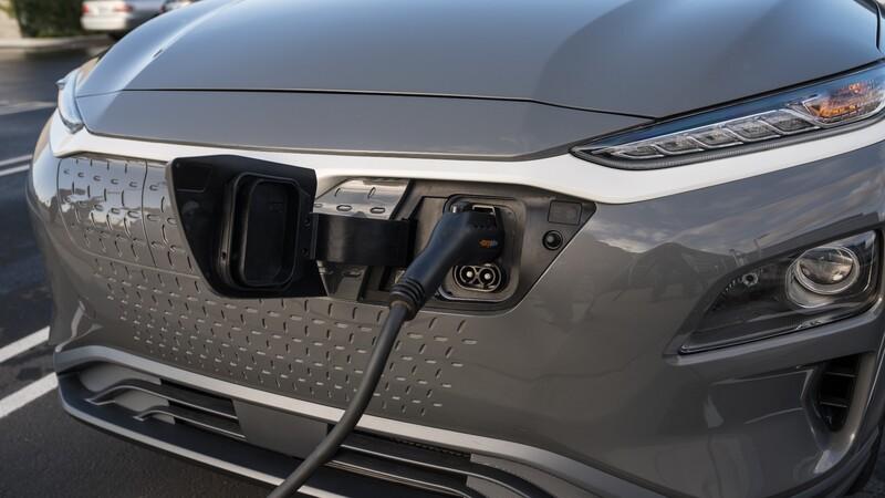 Recall de BMW, Ford y Hyundai a miles de autos electrificados por riesgo de incendio en la batería