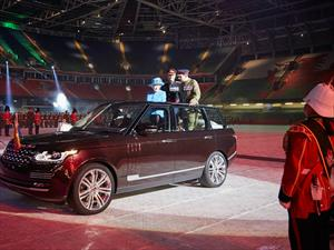 Land Rover junto a la Reina Isabel II desde 1953