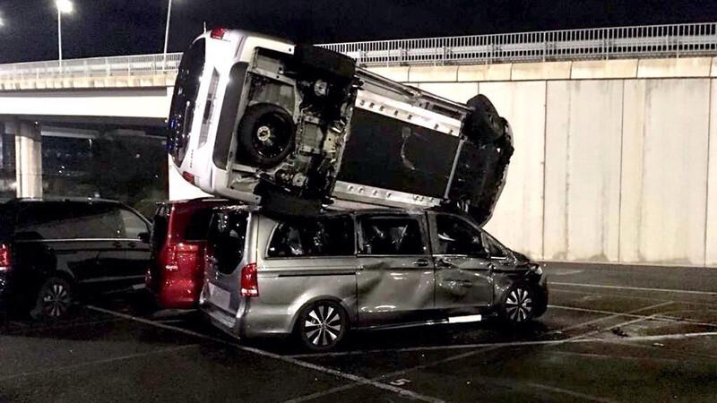 Ira al volante: Destroza ¡69 Mercedes! tras ser despedido en plena pandemia