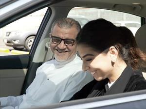 Nissan apoya a mujeres de Arabia Saudita tras nueva ley que les permite manejar