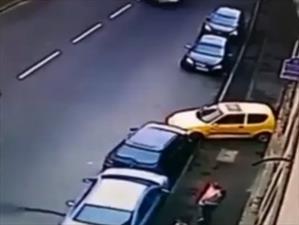 Video: El peor intento de estacionar un auto