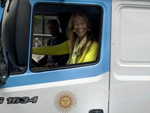 Mercedes-Benz inició la producción de dos nuevos camiones