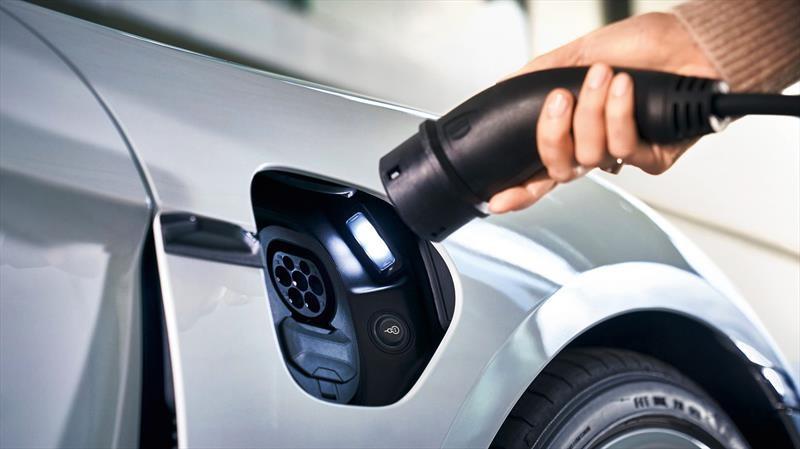 Los autos eléctricos están bajando de precio y aumentado el rango, pero la mayoría no son rentables