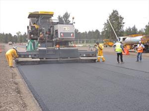 Autódromo Hermanos Rodríguez recibe la primera capa de asfalto