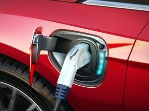 BMW y Nissan amplían la red de carga para autos eléctricos en Estados Unidos