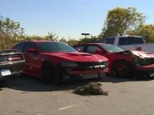 Roban 4 muscle cars de un distribuidor y 3 chocan de inmediato
