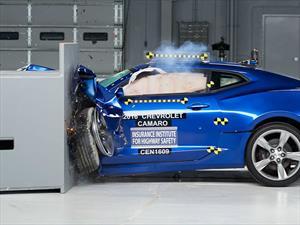 Muscle cars fallan en las pruebas del IIHS