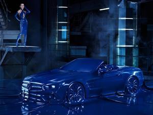 Video: un sexy Mercedes-Benz SL vestido con látex