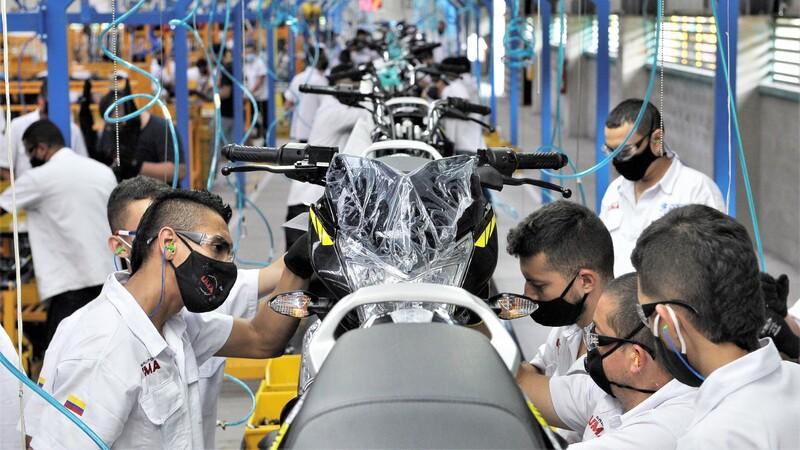 Bajaj comenzó a ensamblar motos en su planta de Quindío