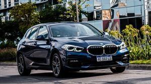 BMW Serie 1 suma la versión 118i SportLine.