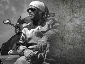 Colombiano viaja por el mundo en una Spyder