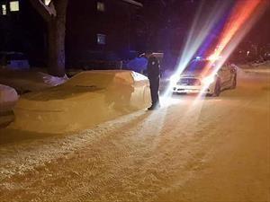 Ni muñecos ni angelitos: en Canadá hay autos de nieve
