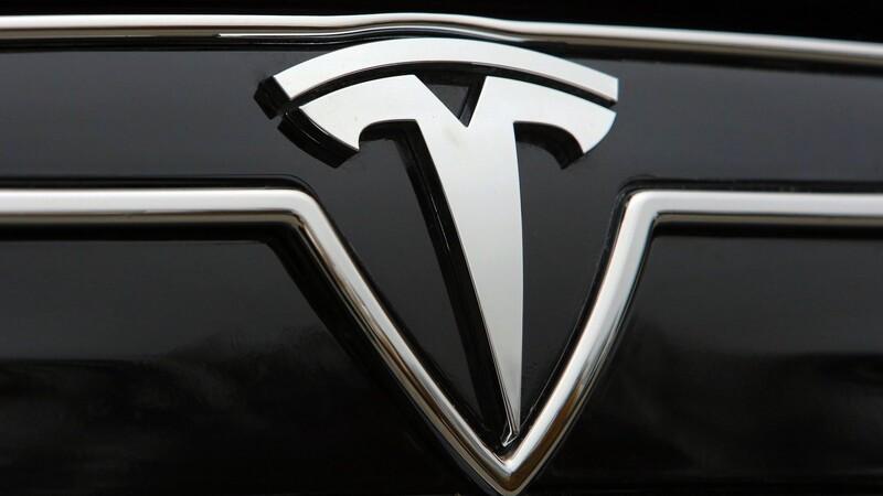 Tesla busca obtener 5 mil millones de dólares vendiendo acciones