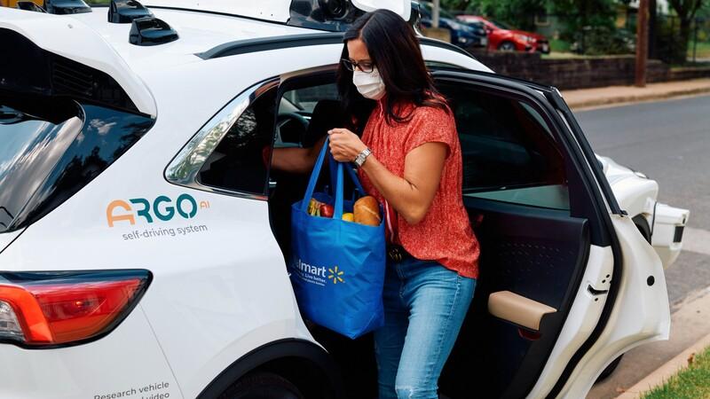 Ford y Wallmart desarrollan un servicio de reparto con autos autónomos