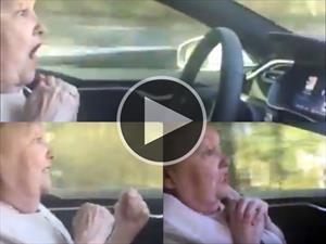 Video: cómo aterrorizar a la abuela con un Tesla