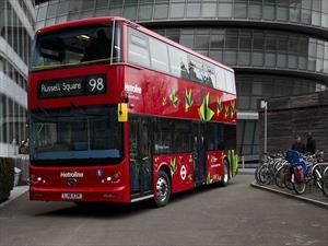 Un autobus Double Decker eléctrico llega a Londres