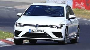 Volkswagen Golf R 2021, se deja ver durante sus pruebas en la pista de Nürburgring