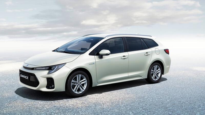 """Suzuki Swace, station wagon """"made by Toyota"""""""