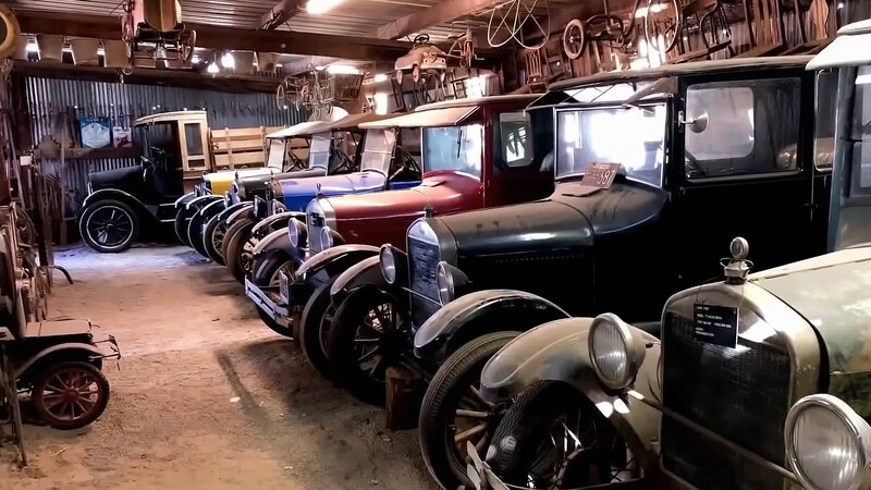 Aparece increíble colección de Ford T y A en una granja