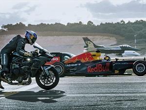 Una carrera épica entre una moto, cuatro autos y dos aviones ¿cuál ganará?