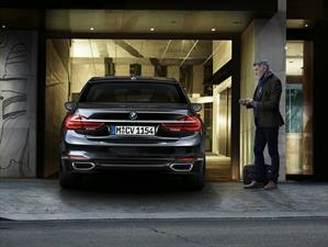 El BMW Serie 7 2016 estará disponible con estacionamiento remoto