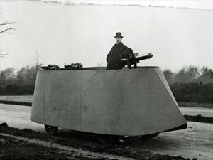 Este es el primer vehículo motorizado blindado de la historia