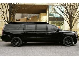 Cadillac Escalade Viceroy Edition por Lexani Motorcars, una lujosa oficina móvil