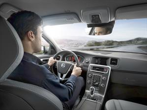 La música a todo volumen en el automóvil puede elevar el riesgo de un accidente