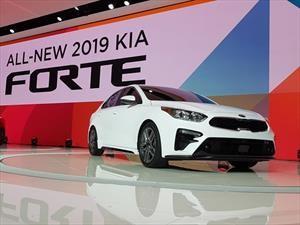 KIA Cerato 2019 pisa fuerte en Detroit