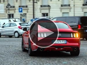 Video: un paseo por París a bordo de un Ford Mustang