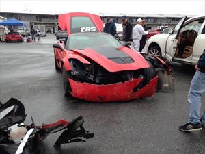 Chocan un Chevrolet Corvette Z06 en Laguna Seca