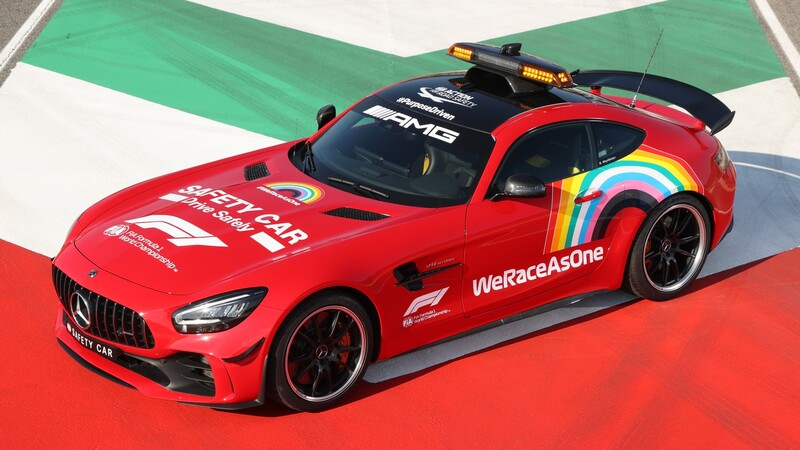 Mercedes-Benz pinta de rojo a los Safety Car de la Fórmula 1 en honor a Ferrari