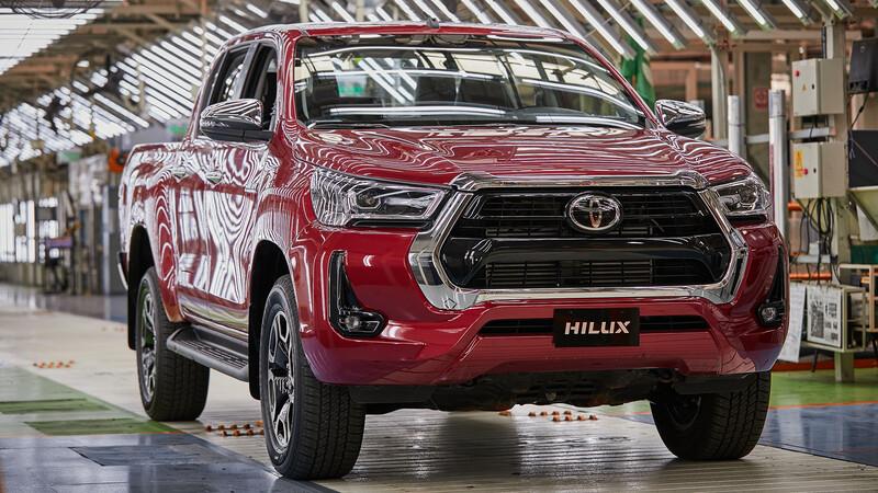 YPF es el lubricante de fábrica de Toyota Hilux