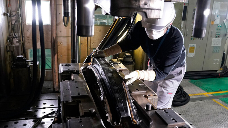 Nissan crea proceso para masificar el uso de la fibra de carbono