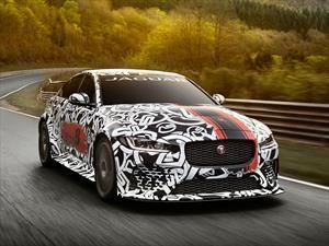 Jaguar XE SV Project 8 es el carro más poderoso en la historia de la marca inglesa