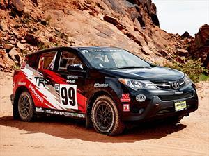 Una Toyota Rav4 lista para el rally