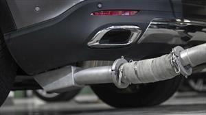 Mercedes-Benz recibe multa millonaria por alterar las emisiones de sus motores a diésel