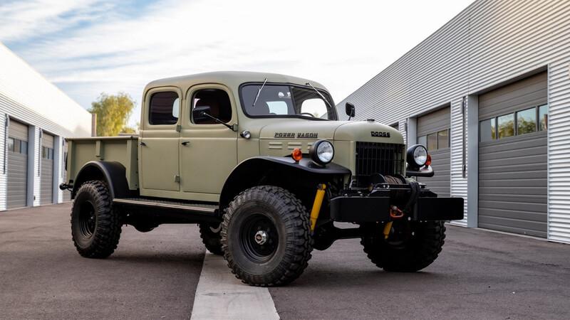 Restomod está Dodge Power Wagon 1949 le pasa el trapo a Ramptor y TRX