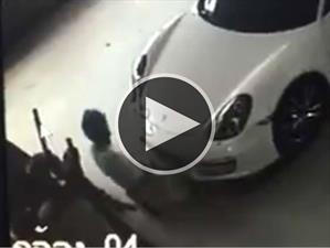 Mecanofilia: Hombre tiene sexo con un Porsche Boxster
