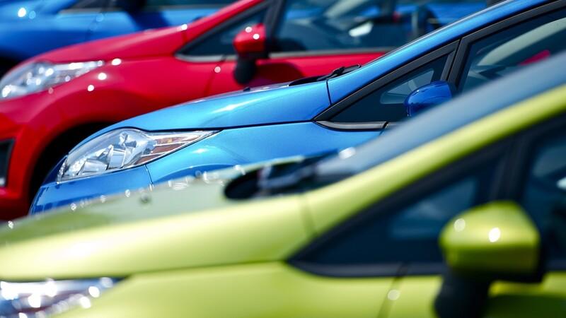 El color del automóvil y su efecto en el precio de reventa