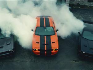 Video: Tres Dodge Challenger SRT Hellcat queman caucho juntos