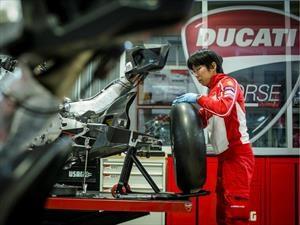 ¿Qué tiene más piezas un SEAT o una Ducati de carreras?