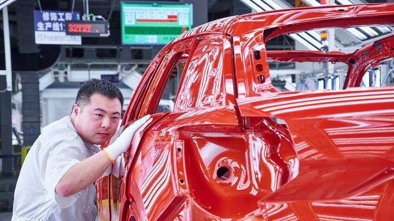 Después de un año a la baja, China registra crecimiento en la venta de autos